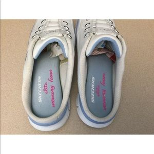 Skechers Shoes - Womens Skechers Elite Glam Synergy Shoes. Size 9.5